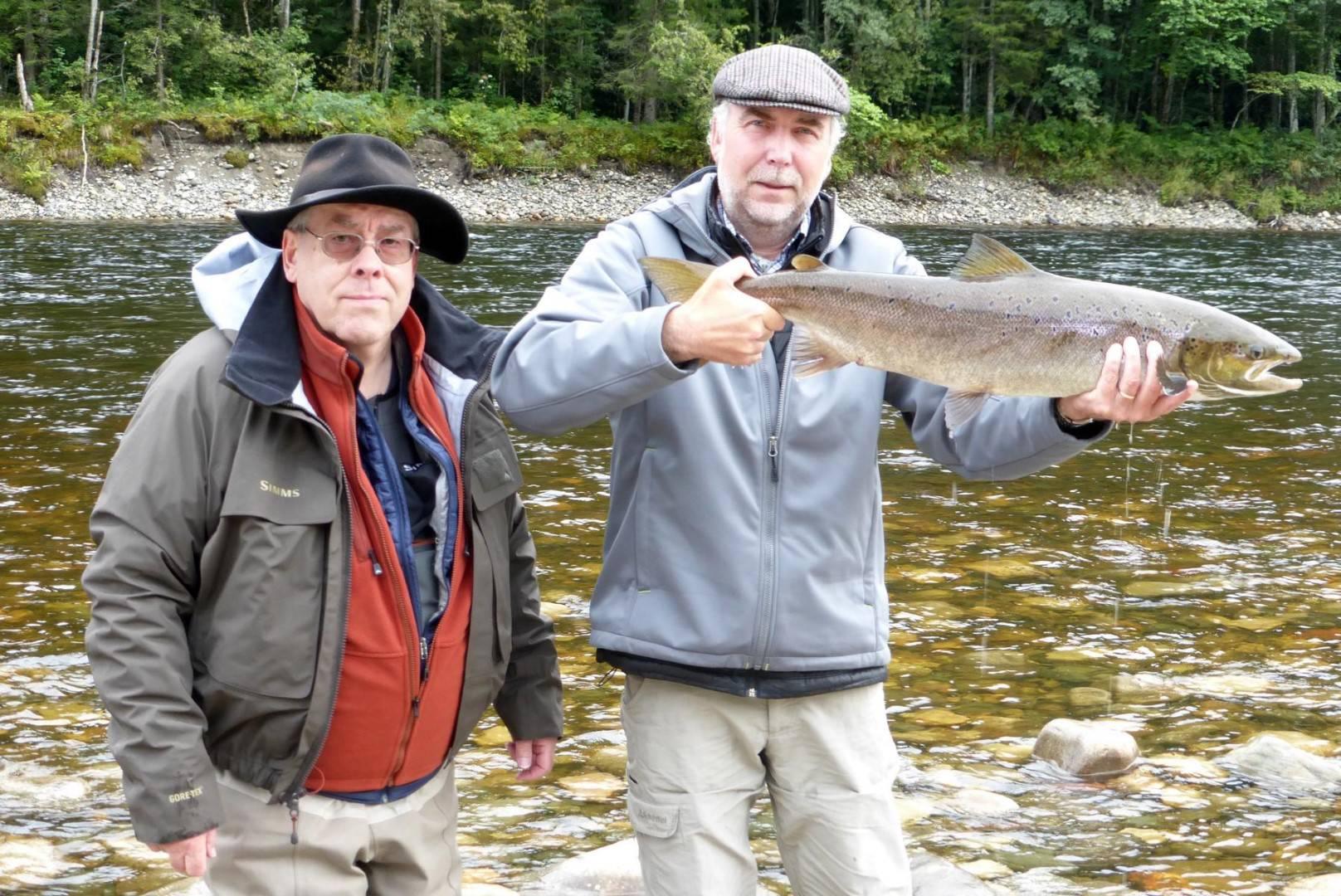 Bernd Kuleisa and Rüdiger Kolbe with his fish from Beat G1.