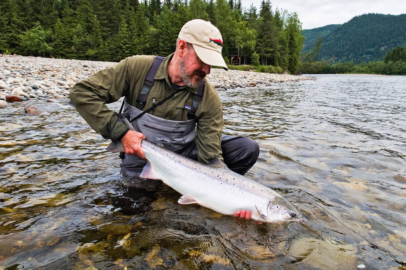 Jeff Bright holds a perfect Gaula salmon on Beat B1.
