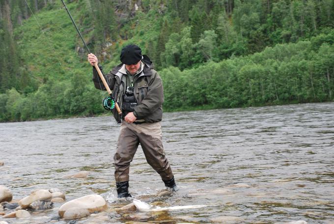 Fredric landing his fish on B1.